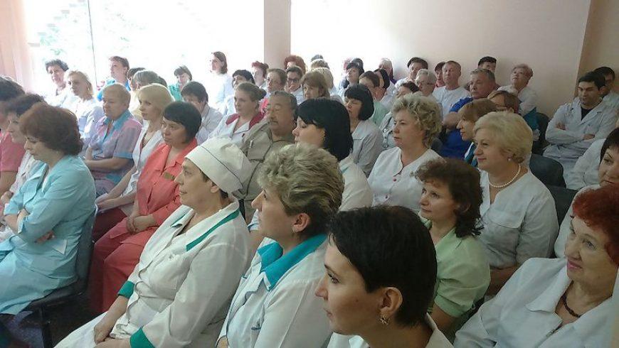 СМИ о Нас! Павел Серебряков и Андрей Кузьмин поздравили приморских медработников лично